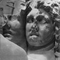 Алтарь Зевса в Пергаме. Восточная сторона большого фриза. Геката (деталь)