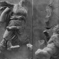 Алтарь Зевса в Пергаме. Восточная сторона большого фриза. Латона, мать Артемиды и Аполлона, и гигант Титий
