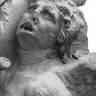 Алтарь Зевса в Пергаме. Восточная сторона большого фриза. Гигант Титий (деталь)