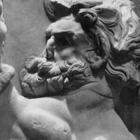 Алтарь Зевса в Пергаме. Восточная сторона большого фриза. Предводитель гигантов Порфирион (деталь)