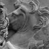 Алтарь Зевса в Пергаме. Восточная сторона большого фриза. Кони Ареса (деталь, от Ареса уцелела лишь часть головы)