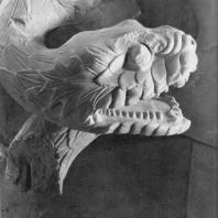 Алтарь Зевса в Пергаме. Северная сторона большого фриза. Голова змеи (деталь)