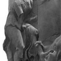Алтарь Зевса в Пергаме. Северная сторона большого фриза. Афродита, попирающая убитого противника