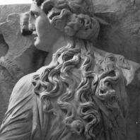 Алтарь Зевса в Пергаме. Северная сторона большого фриза. Мойра (деталь)