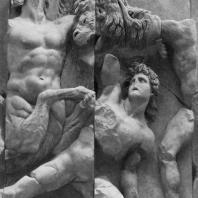 Алтарь Зевса в Пергаме. Левое крыло большого фриза. Тритон и молодой гигант