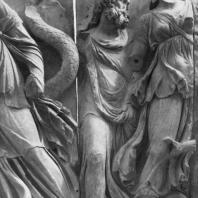 Алтарь Зевса в Пергаме. Левое крыло большого фриза. Нерей, морской царь, и его супруга Дорида