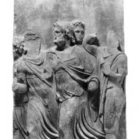 Алтарь Зевса в Пергаме. Части малого фриза или фриза Телефа. Царь Тевфрант со свитой встречает Авгу