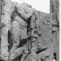 Алтарь Зевса в Пергаме. Части малого фриза или фриза Телефа. Геракл находит младенца Телефа