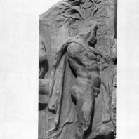 """Алтарь Зевса в Пергаме. Части малого фриза или фриза Телефа. Геракл со шкурой и палицей — часть группы """"Геракл и Авга"""""""